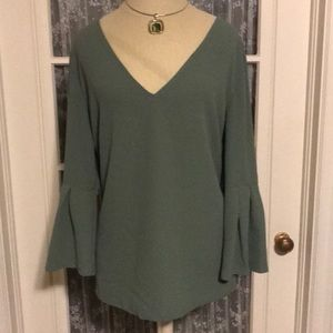 Xl blouse with bell sleeves